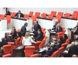 Mecliste 4+4+4 Gerginliği Sürüyor