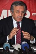Türkiye'nin esas gündeminin esnafın içinde bulunduğu sorunlar ve işsizlik olduğunu ancak yapay gündemlerle milletin oyalandığını söyledi